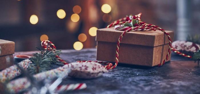 Geschenk-Weihnachten-in-Frankreich-header___iStock-GMVozd_1036181450